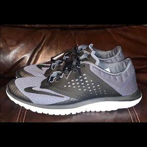 Men's size 8 Nike low top sneakers!